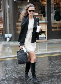 Pippa Middleton under the rain