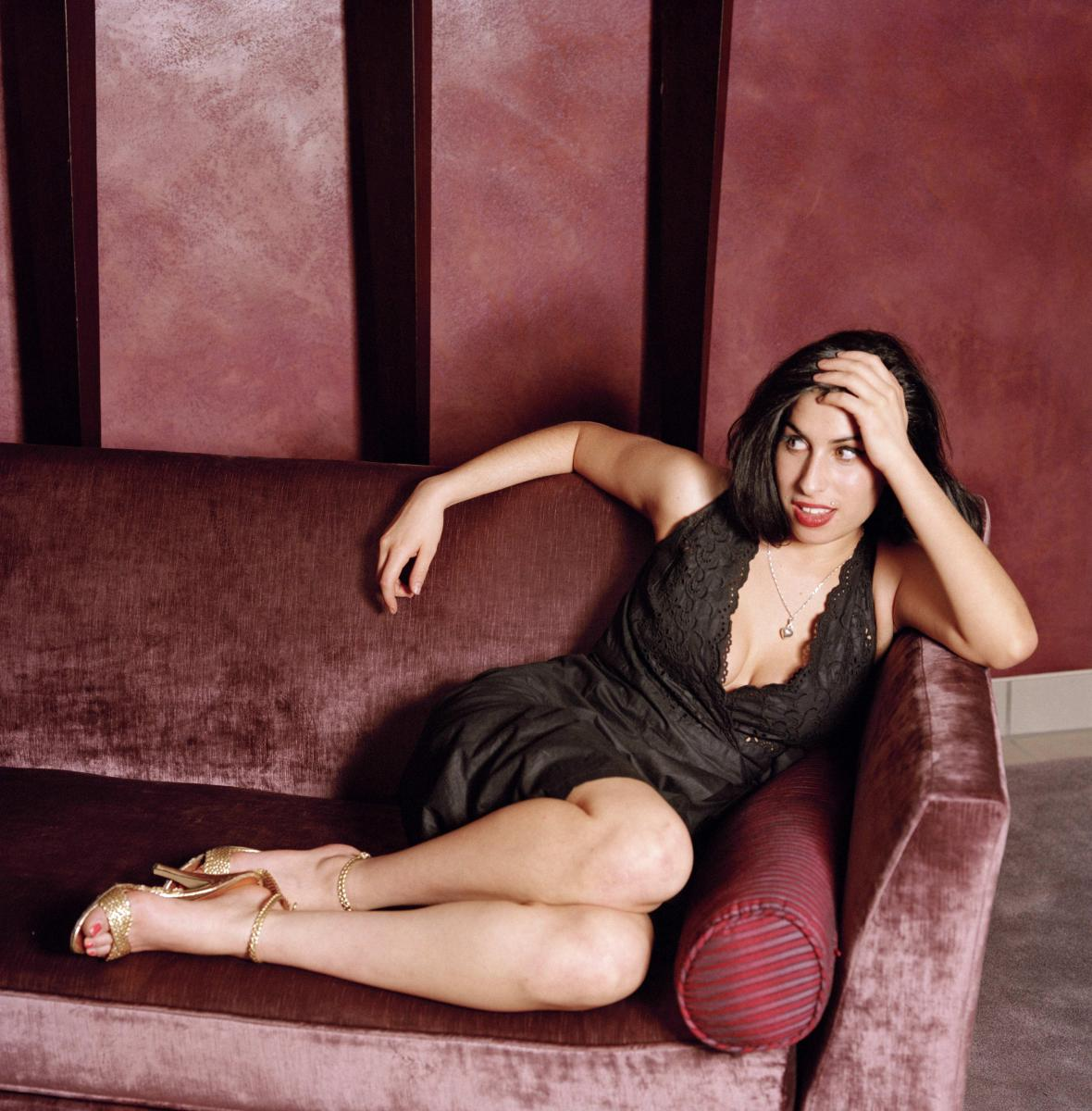 Amy Winehouse. The ultimate high-resolution photo-gallery, on The Incredible Tide.