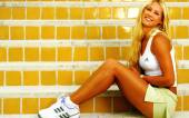 Anna Kournikova yellow