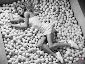 Kournikova tennis balls