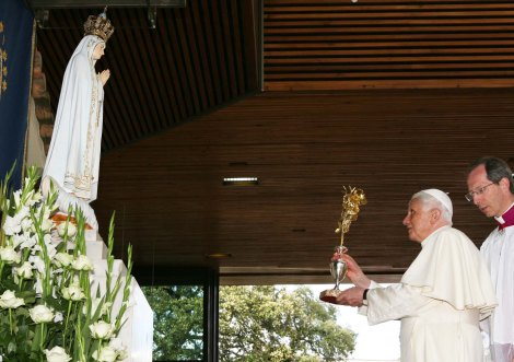 Pope Benedict XVI worships the Virgin