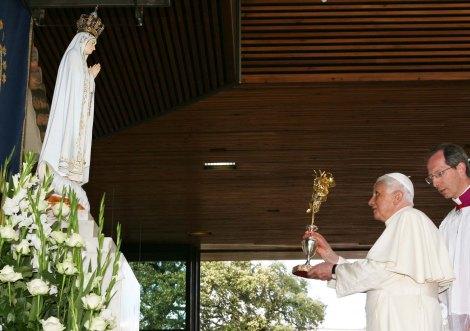 Pope Benedict XVI worships the Virgin